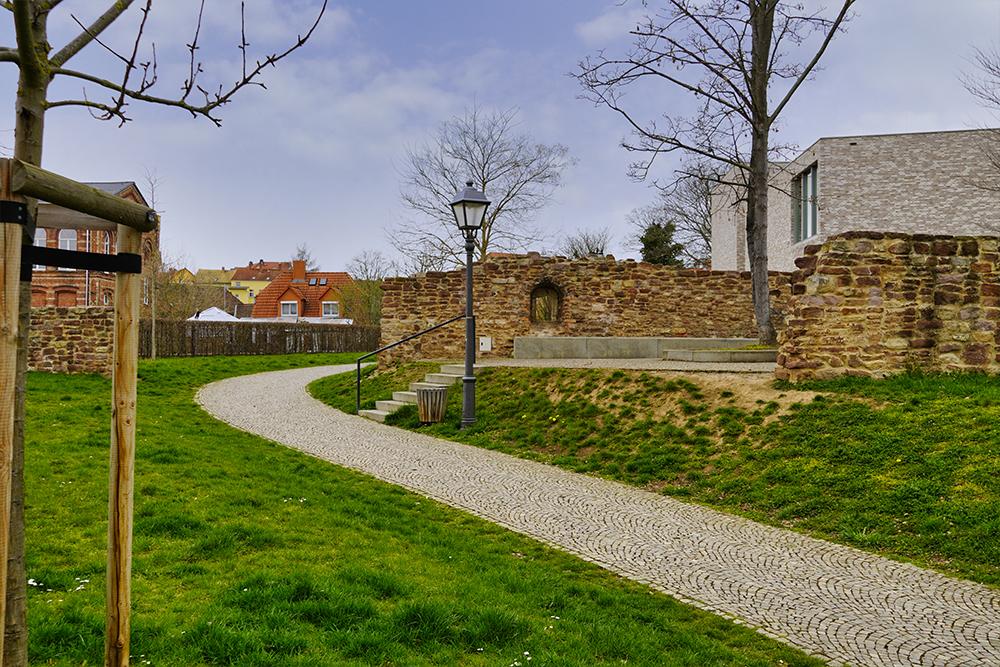 Lutherstadt Eisleben - Vikariatsgarten im Frühling